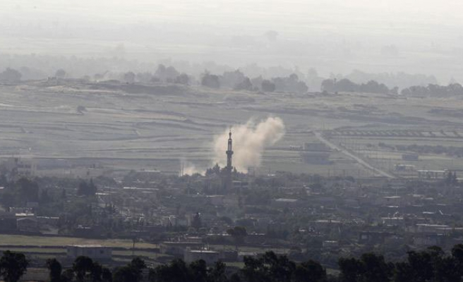 Mortar shells hit Golan Heights, hurting 2 UN peacekeepers