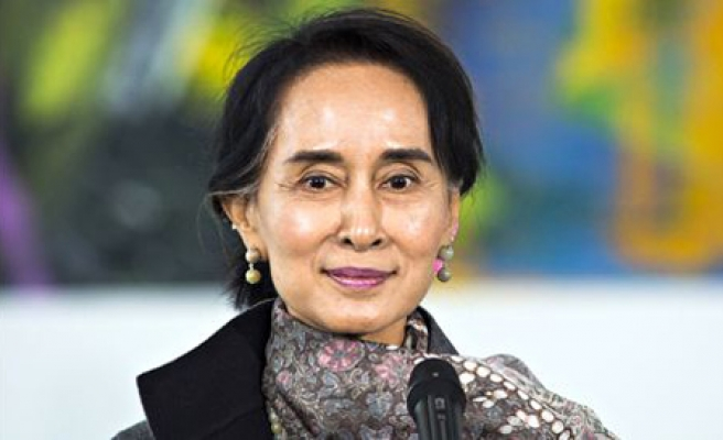 Myanmar's Suu Kyi isolated over silence on Rohingya