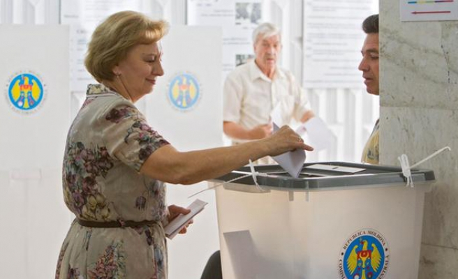 Moldova launches into second round of voting