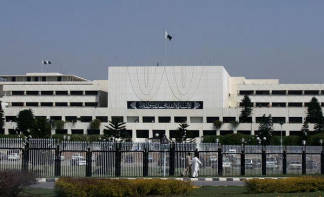 Protesters maintain sit-in outside Pakistan parliament