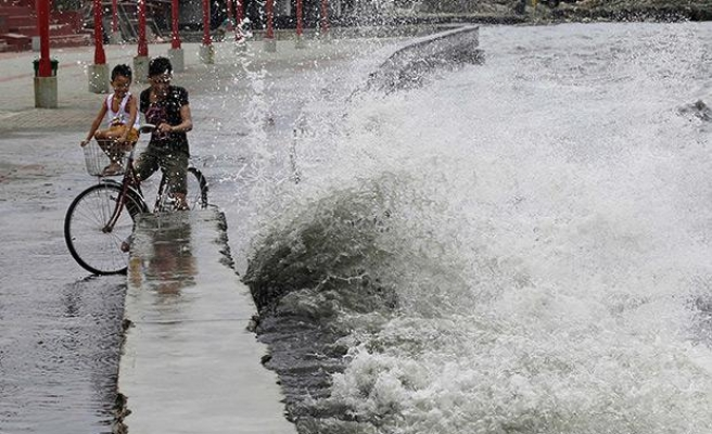 Deadly typhoon hits Philippines