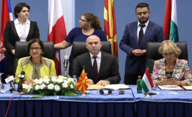 Macedonia joins 'fight against refugee crisis'