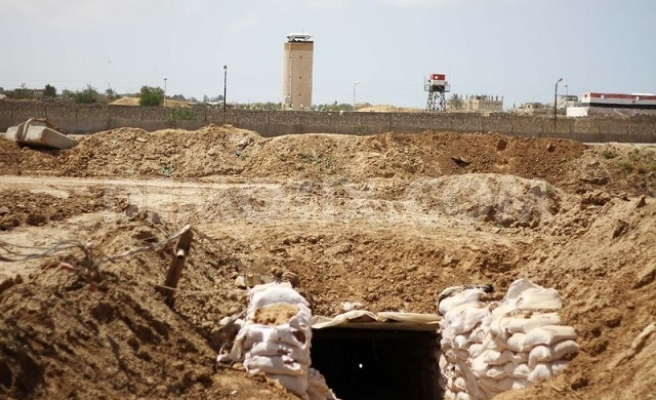 Palestinians trapped in collapsed Gaza tunnel