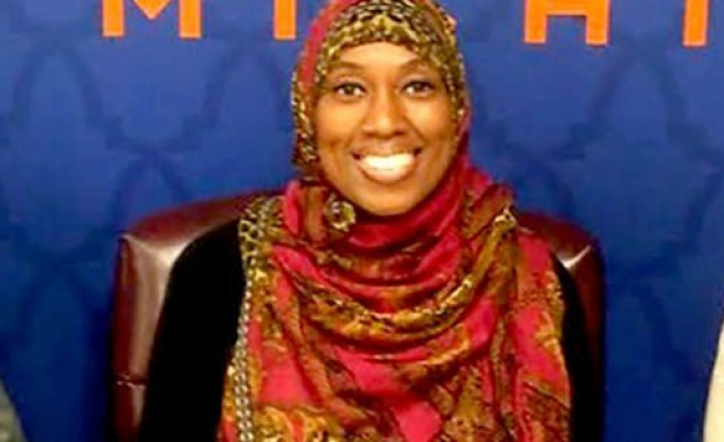 Muslim flight attendant suspended for not serving alcohol