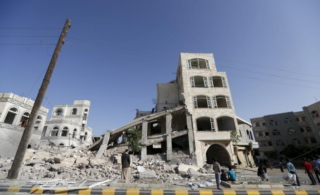 Yemen bases, Houthi leaders' houses bombed