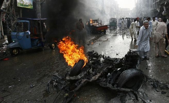 Blast kills 10 in NE Pakistan
