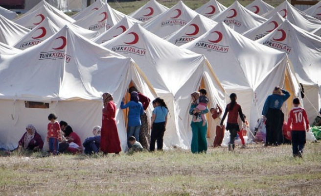 Germany urges to help Turkey with refugee crisis