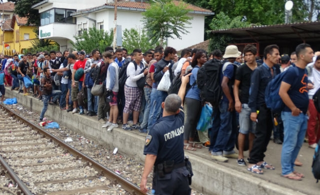Croatia expects 20,000 refugees in next two weeks