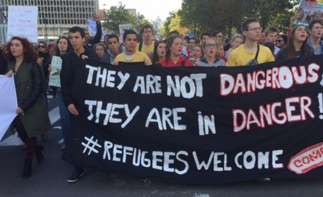 Brussels: thousands march in support of refugees