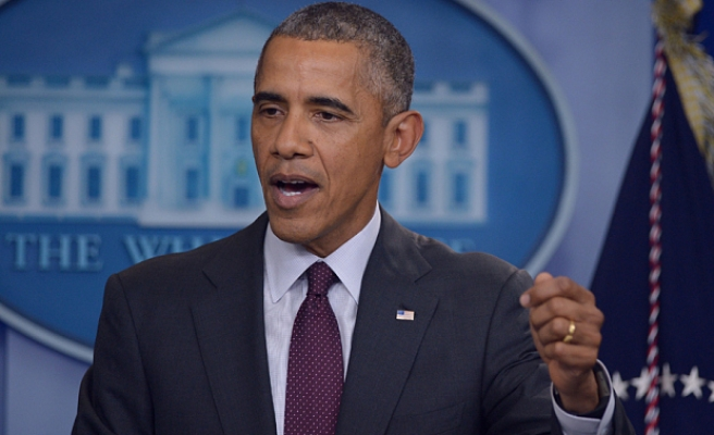 Obama calls for political courage in health care battle