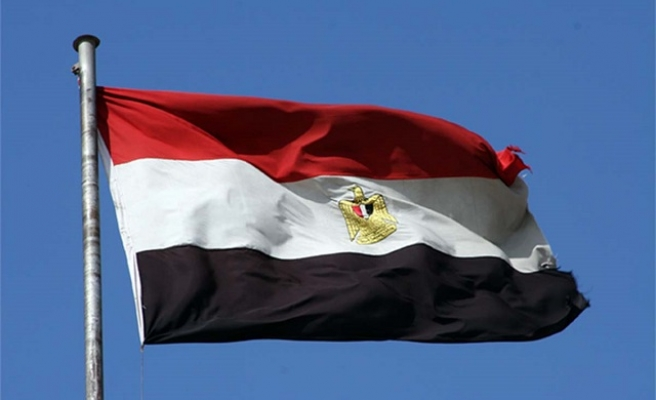 Egypt central bank floats currency