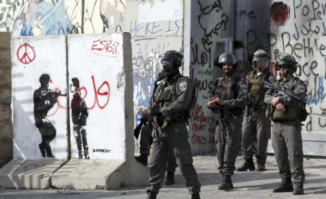 500 Palestinians hurt by Israeli fire in W.Bank clashes