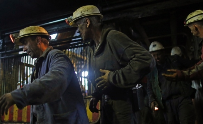 10 miners trapped 4 days after Turkish mine collapse