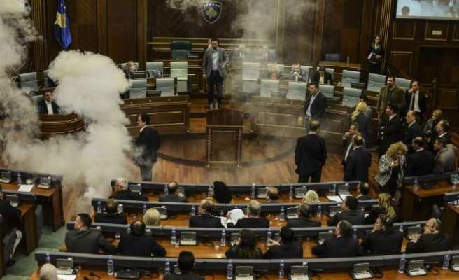 Kosovo opp. MPs in second tear gas protest