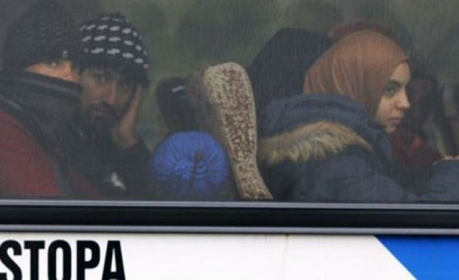 First buses of refugees arrive in Slovenia from Croatia