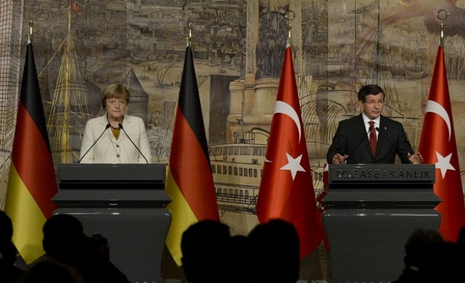 Turkey ready to cooperate with EU on refugee crisis: PM
