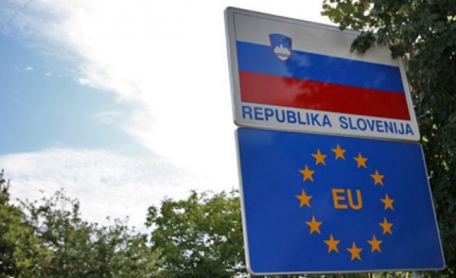 Slovenia mulls border fence in refugee crisis