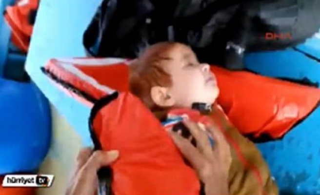 Turkish fishermen save refugee baby floating in sea