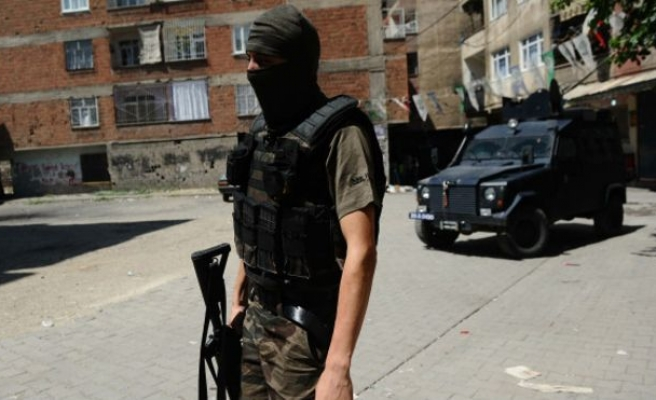 Turkey: 2 policemen, 7 ISIL suspects killed in shootout