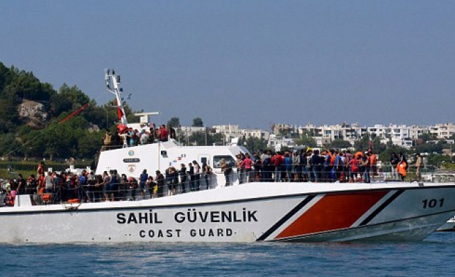 Turkish Coast Guard rescues 448 refugees in 24 hours
