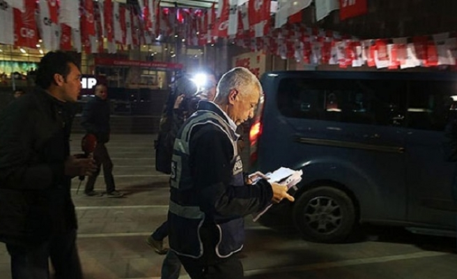 Gunshots fired in front of AKP opp. party office
