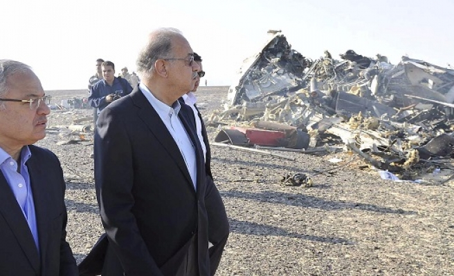 Russian plane broke up 'in air' over Sinai