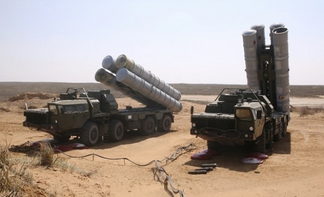 Iran, Russia sign missile system delivery deal