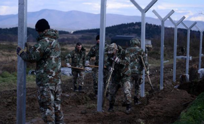 Macedonia building new fence to block illegal migrants
