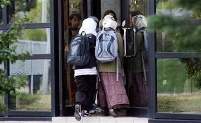 Swiss court rejects headscarf ban