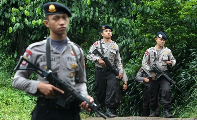 Indonesia arrests suspect for planning bomb attacks
