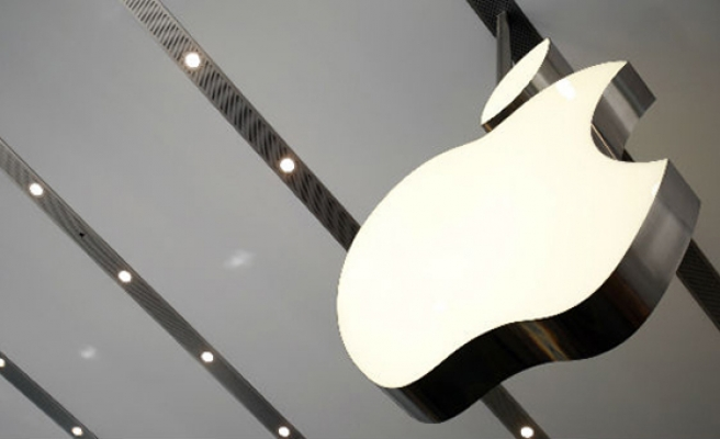 Apple closes with market value over $900 billion