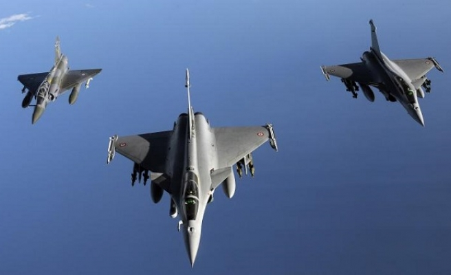 Coalition hits ISIL in Syria after US-Russia deal