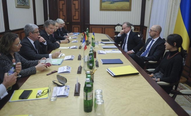 Top French, German envoys in Ukraine for peace talks