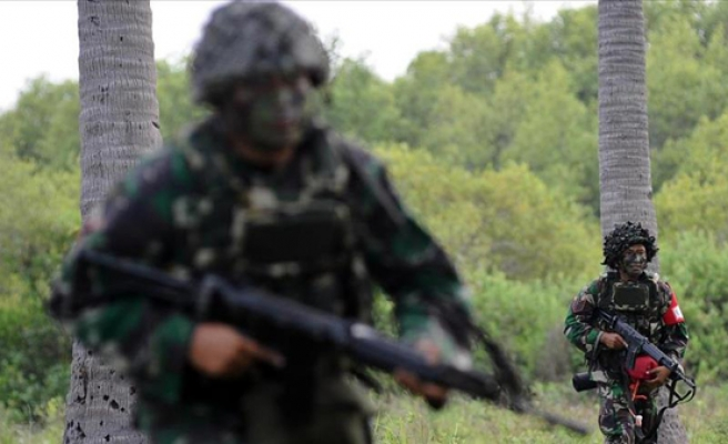 Philippines: Moro group says army behind Christian front