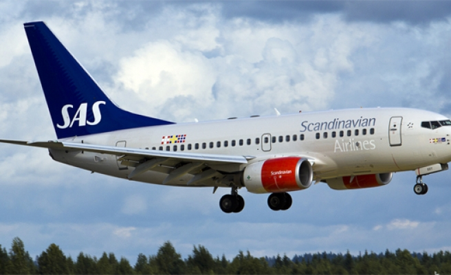 Swedish plane makes emergency landing after bomb threat