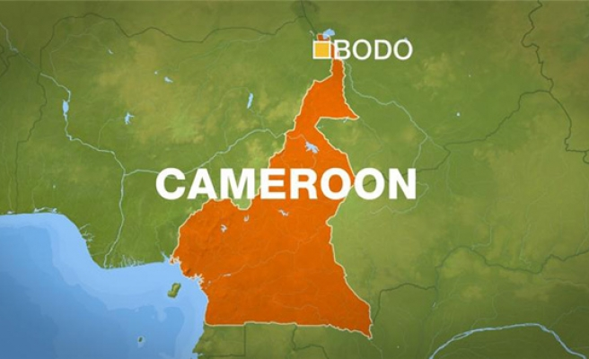 Suicide bombers kill 32 in Cameroon marketplace