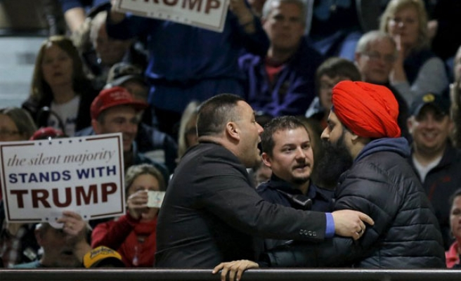 Indian Sikh stands up against Trump Muslim bashing