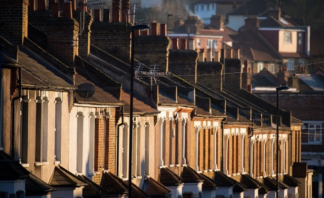 UK landlords to check tenants' immigration statuses