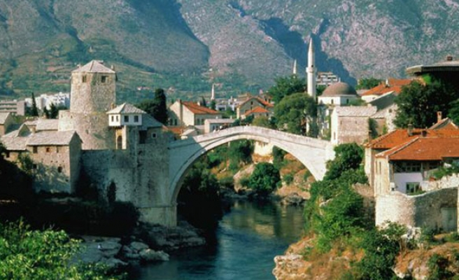 Bosnia marks Statehood Day amid disregard from Serbs