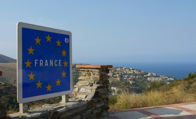 EU borders' return to cost France €10bn annually