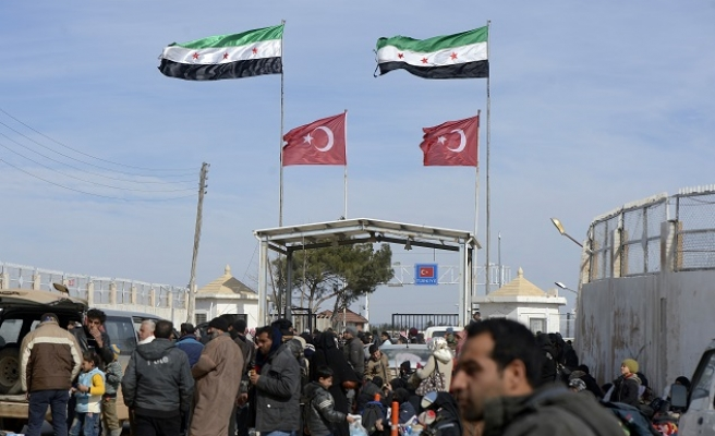 Thousands remain on Syria-Turkey border despite truce