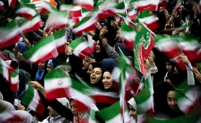 Mass pro-government rallies in Iran after protests