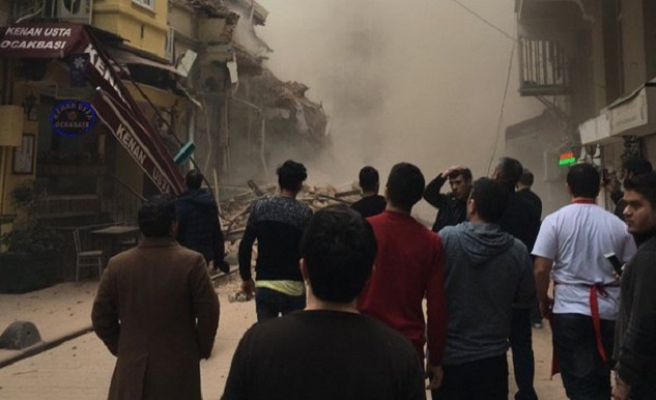 5-story building collapses in Istanbul | VIDEO