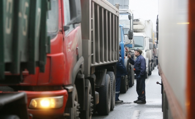 Ukraine bans transit of trucks from Russia