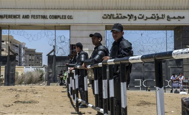 Egyptian authorities crack down on televised fatwas