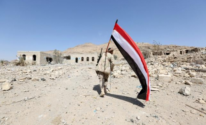 Suicide bomber kills 9 at Yemen military camp