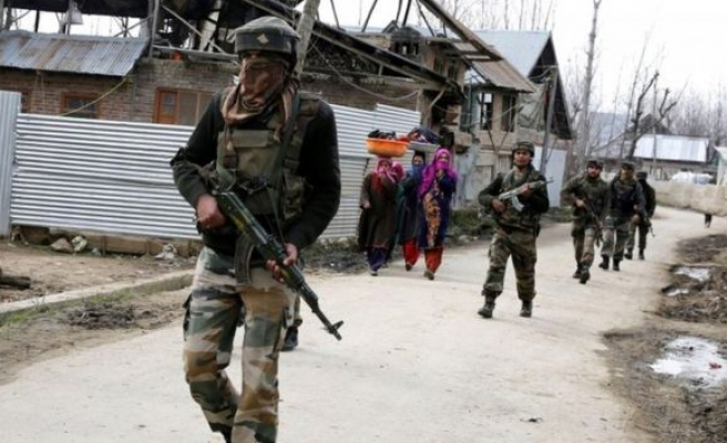 Gunmen attack convoy in Indian controlled Kashmir