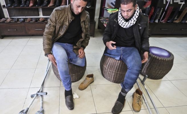 Injured friends share legs and shoes in Palestine