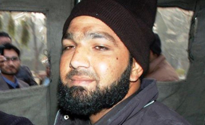 Pakistan on alert as governor's assassin is hanged