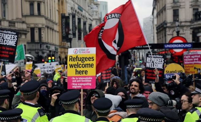 Thousands rally across Europe to support refugees